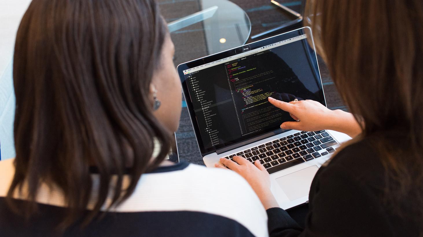 Mujeres en Tecnología: Una oportunidad que los emprendedores pueden impulsar.